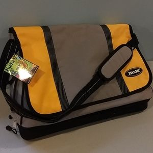 Mudd messenger bag. Nwt.